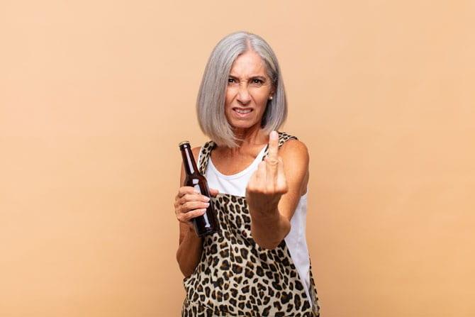 Ce este un alcoolic, cum poate fi el ajutat?